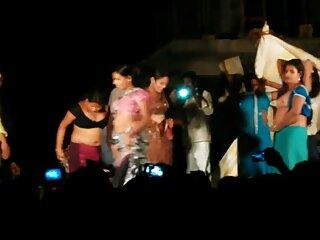 फर्श पर डीपी ब्लू फिल्म फुल सेक्सी एचडी कार्रवाई में गर्म लड़की