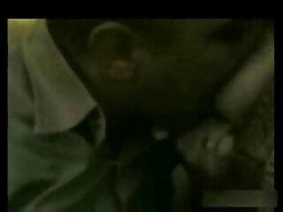 गोरा उसकी गांड में बड़े लंड के फुल एचडी हिंदी सेक्सी फिल्म लिए झुकता है