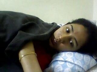 सींग का बना लड़की बिस्तर पर खिलौना के हिंदी बीएफ फुल मूवी एचडी साथ उसकी बिल्ली रगड़