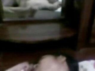 लिविंग रूम सेक्सी फिल्म एचडी फुल एचडी में बड़े स्तन के साथ वसा गोरा