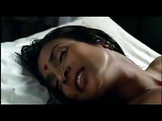 अधोवस्त्र में बीएफ फिल्म सेक्सी फुल एचडी पोज देने के बाद वह तनाव में आ जाती है