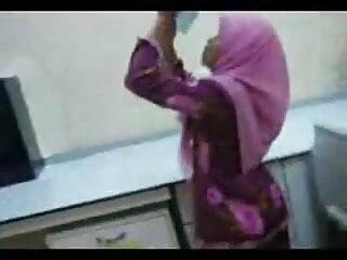 माली सौना सेक्सी वीडियो हिंदी मूवी फुल एचडी में 3 लड़कियों को चोदता है