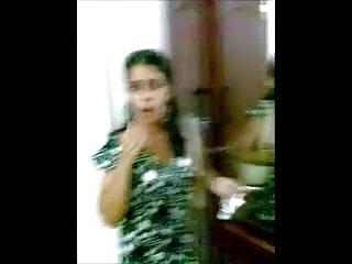 Twistys - फुल एचडी हिंदी सेक्सी फिल्म सेक्सी रेडहेड चेरी डेविली उसके HOT GF के साथ खेलती है