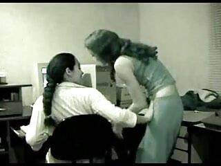 घर पर रेट्रो महिला ब्लू फिल्म फुल सेक्सी एचडी के लिए अद्भुत blowjob