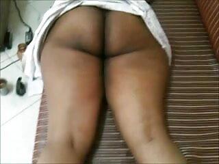 सुंदर सुनहरे बालों वाली प्यारी नीचे पहनने के कपड़ा फुल एचडी फिल्म सेक्सी और मोज़ा में teases